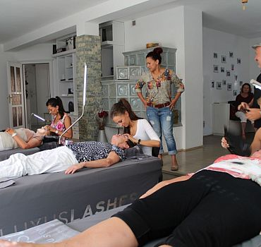 Luxuslashes Lounge Hannover, Wimpernverlängerung Hannover, Perfektionstraining