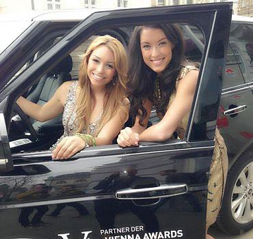 LUXUSLASHES® Fashion Award, Ronja Hilbig mit Rebecca Mir