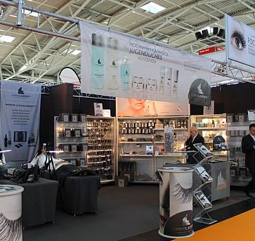 LUXUSLASHES®, Messe, Messestand
